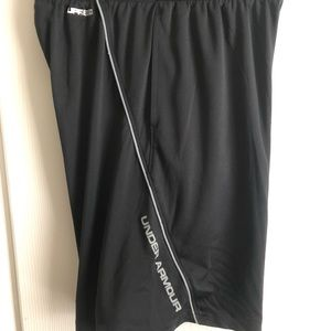 Under Armour Boys Black/Gray Loose Fit Shorts